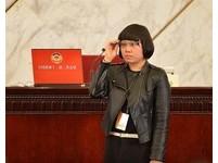 大陸記者配戴「採訪神器」谷歌眼鏡 走進人民大會堂
