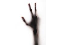 男洗腎洗到「中心靜脈阻塞」 右臂腫、手指發黑無法彎曲