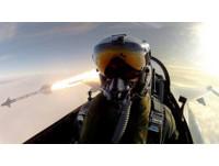 丹麥F-16飛行員和響尾蛇導彈自拍 網友:比奧斯卡震撼