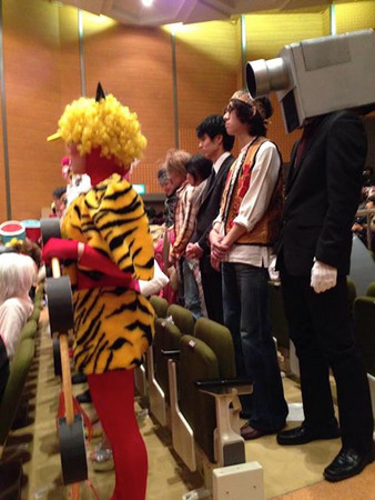 每年传统!日本金泽美术工艺大学「变装毕典」
