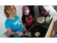 賣QQ蛋後 I級豔后馬友蓉助植物人母賣早餐眼眶濕