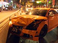 女駕奧迪TTS撞小黃 疑林志穎友人開法拉利關切
