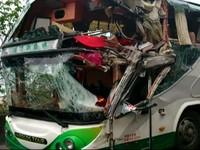 司機大喊「慘了」!拖車南迴公路撞毀遊覽車1死14傷