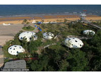 外星人來了?山東日照海灘出現37座「飛碟屋」