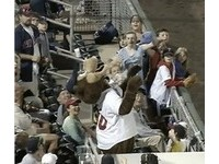 MLB/雙城吉祥物T.C.太HIGH 公然把球吃了