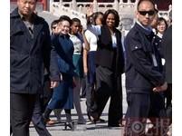 彭麗媛陪蜜雪兒參觀紫禁城 遊客追趕拍照
