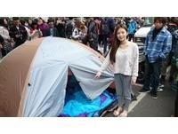 雞排妹自掏腰包買60睡袋10帳篷 替學生成立「休息區」