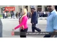 第一學府秩序崩解 埃及「粉紅女」漫步校園險被拖衣
