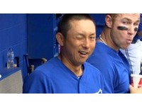 MLB/川崎宗則臉露詭異笑容 對鏡頭眨眼「啾咪」