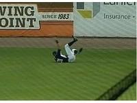 MLB/鈴木一朗40歲還是軟Q 上演驚人展臂滑接