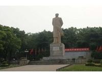 兩台女毛澤東像反黑箱服貿 陸網友肉搜罵:不懂尊重?