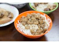 「司機俱樂部」的滷肉飯聞名 靠的是數十年的老滷鍋