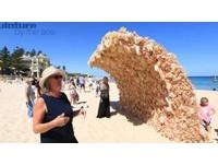 一大波妹子來襲!澳洲海灘驚現巨大「芭比海浪」