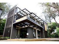 媽媽嘴咖啡淡水樂活店開幕 被樹蔭包圍的氣派獨棟建築