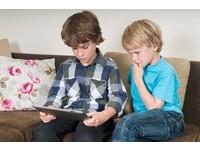 9歲男童學A片呻吟摸雞雞 害舅舅被告猥褻