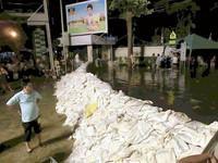 曼谷大水引發階級對立 盈拉下令開孔三窪閘門
