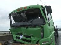 命大!20噸鋼板砸穿前座 拖板車駕駛毫髮無傷