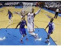 NBA季後賽/關鍵哨音幫大忙 衛斯布魯克笑領雷霆聽牌