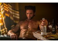 休傑克曼全裸露硬臀 大秀筋肉人完美體態