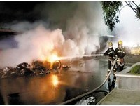 這是法拉利?重慶超跑撞計程車燒成空殼 乘客喪命