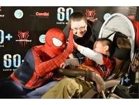 5歲腦癌童病逝 6「超級英雄」現身抬棺送最後一程