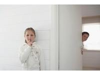 家中第三人!母發現女兒藏男人在衣櫃5天