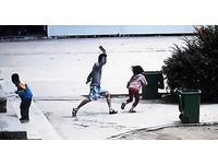 湖北吸毒男闖小學校園見人就砍 8名學童受傷
