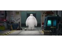 迪士尼動畫Big Hero 6 米其林機器人胖到盔甲都彈開