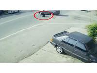 騎士撞轎車 空中自轉一圈完美落地!