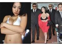 豔星小向美奈子機場晾J奶! 砸1億隆乳縮腰尬壇蜜