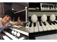 黃品源端午節1次立5顆蛋 鋼琴黑鍵上作弊被神網友抓包