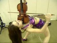 琴摔壞父受傷 「下腰提琴妹」李依潔差點找地下錢莊