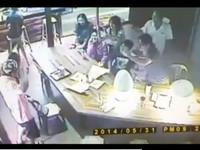 熊抱咖啡店女店員 男嗆:看妳可愛才找妳合照