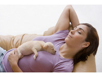Ella跟愛犬睡遭批 孕婦想跟寵物睡的關鍵是「弓漿蟲」