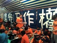 國道收費員自救會舉行6天抗爭 台大生洪崇晏到場聲援