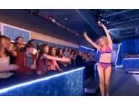 英國52歲美魔女琳達 曾穿比基尼挑戰10公尺跳水