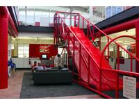 巨大的紅色水管與樓梯!舊金山 YouTube 總部直擊
