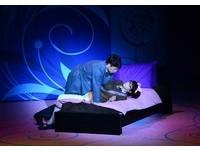 賴雅妍與段旭明床戲吸睛 舞台劇狂諷韓劇《星星》