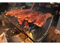 關島舉辦封街烤肉派對 各國廚師齊爭取烤肉大師之銜