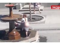 戰鬥民族情侶噴泉旁做愛 「女上男下」15分鐘