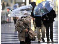 「爆彈低氣壓」侵襲日本 狂風暴雨釀3死300多傷