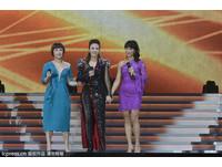 李玟香港開唱拉親姐姐上台 美艷二姊李思林成焦點
