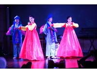 直擊北韓少女端完盤子再登台唱歌跳舞 月薪僅300元