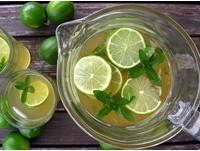 猛灌甜飲料小心變成易胖體質 改喝無糖綠茶消暑燃脂