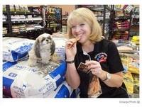 自家賣的寵物糧食營養高!店長試吃1個月
