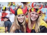 一張照片爆紅!比利時17歲「搶鏡正妹球迷」吸20萬粉絲