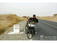 靠雙腳繞行塔里木盆地 「單車哥」堅持一年終成壯舉