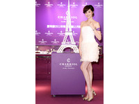 瑞士鐘錶品牌專櫃重新開幕 白色巴黎鐵塔展浪漫風情