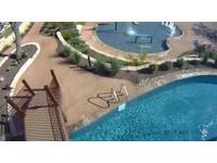 在家就能渡假!美男花6600萬在後院打造4個主題泳池