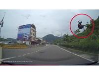 飛行傘差50公分險撞車 玩家自稱高手反控喇叭嚇人